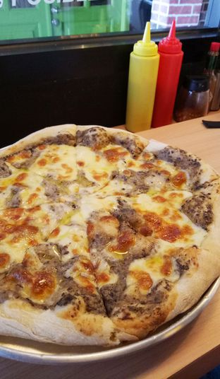 Foto - Makanan(truffle pizza) di Sliced Pizzeria oleh maysfood journal.blogspot.com Maygreen