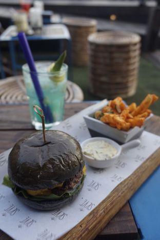 Foto 1 - Makanan di Skye oleh Prido ZH