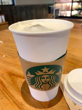 Foto review Starbucks Coffee oleh Rurie  2
