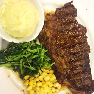 Foto 5 - Makanan(sirloin steak) di Holycow! STEAKHOUSE by Chef Afit oleh Yulia Amanda