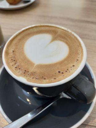 Foto 6 - Makanan(Cappuccino) di Popolo Coffee oleh Komentator Isenk