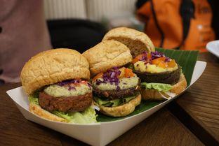 Foto 5 - Makanan(Burger Trio) di Burgreens Express oleh Elvira Sutanto