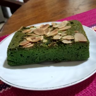 Foto 2 - Makanan(Green Tea Brownies) di Anomali Coffee oleh YSfoodspottings