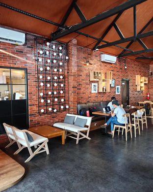 Foto 6 - Interior di Kolonial Bistro & Roastery oleh Junior