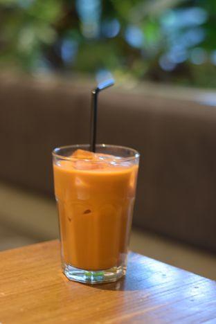 Foto 1 - Makanan(Ice Thai Tea ) di Tomtom oleh Dian