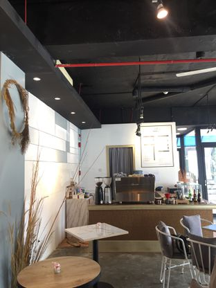 Foto 10 - Interior di Turn On Coffee & Eatery oleh @Itsjusterr