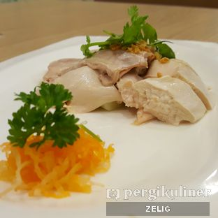 Foto 1 - Makanan(Ayam Rebus Jun Njan (1/2)) di Jun Njan oleh @teddyzelig