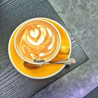 Foto 1 - Makanan(Hot cappucino) di Yoshi! Coffee oleh duocicip