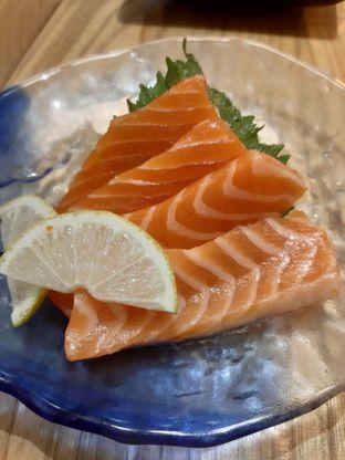 Foto 3 - Makanan(Salmon Sashimi) di Okinawa Sushi oleh @muskEATeers