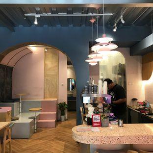 Foto 7 - Interior di Mae Coffee & Eatery oleh Della Ayu
