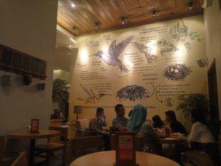 Foto 4 - Interior di Hummingbird Eatery oleh Fadhlur Rohman