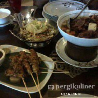Foto 2 - Makanan(Sop buntut, sate ayam, tahu telor) di Harum Manis oleh UrsAndNic