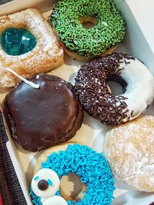 Foto 9 - Makanan di Dunkin' Donuts oleh duocicip
