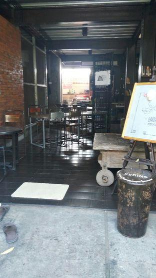 Foto 5 - Interior di Moeng Kopi oleh Nisanis
