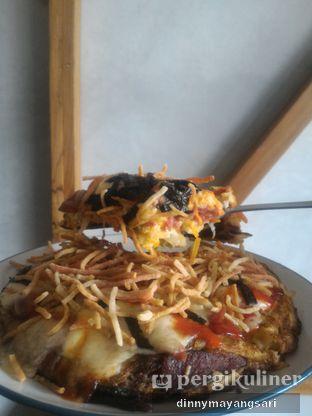 Foto 4 - Makanan(Izakaya Pizza) di Beranda Depok Cafe & Resto oleh dinny mayangsari