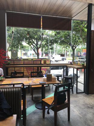 Foto 12 - Interior di Mie Onlok Palembang oleh Nanakoot