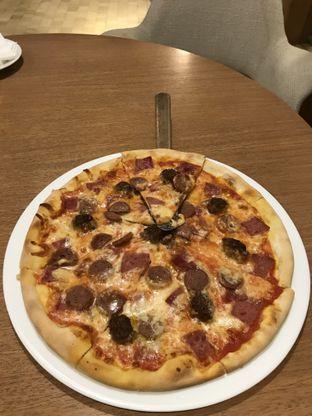 Foto - Makanan(Meatlover pizza) di Slice of Heaven oleh Patricia.sari
