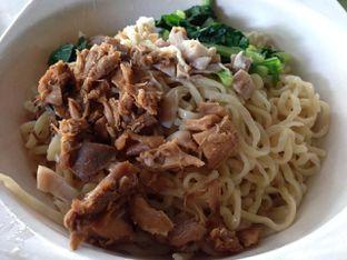 Foto 1 - Makanan(Mie Mix) di Mie Ayam Uban oleh awakmutukangmakan