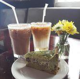 Foto Ice Hazelnut Latte, Ice Mochacino, Matcha Souffle Cake by Lareia di Meet Me Cafe