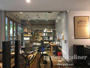 Foto 5 - Interior di Wheels Coffee Roasters oleh Makan Mulu