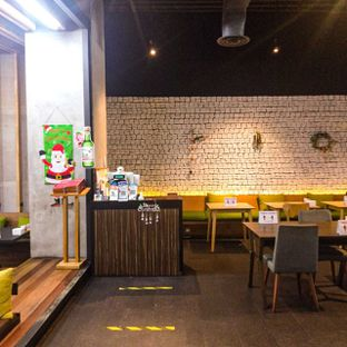 Foto 25 - Interior di Noodle King oleh duocicip