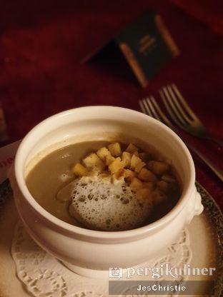 Foto 3 - Makanan(Porcini Mushroom Soup) di Oso Ristorante Indonesia oleh JC Wen