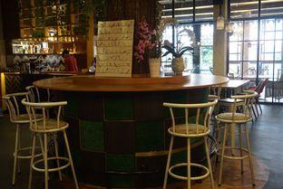 Foto 8 - Interior di De Cafe Rooftop Garden oleh eatwerks