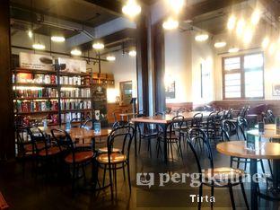 Foto 10 - Interior di Starbucks Coffee oleh Tirta Lie