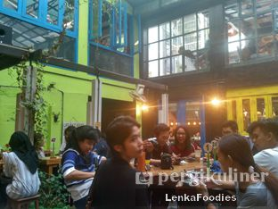 Foto 1 - Interior di Giyanti Coffee Roastery oleh LenkaFoodies (Lenny Kartika)