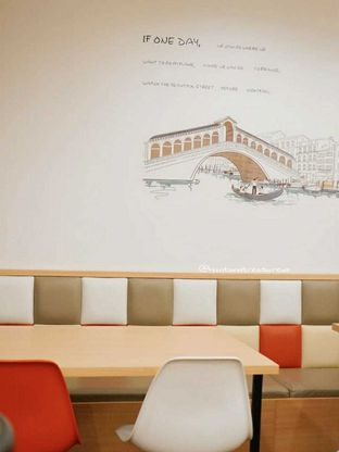 Foto 2 - Interior di Kojima Burger & Coffee oleh Huntandtreasure.id
