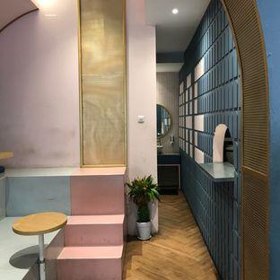 Foto 4 - Interior di Mae Coffee & Eatery oleh Della Ayu