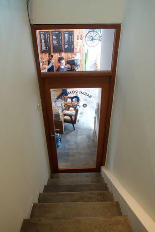 Foto 9 - Interior di Pomato Coffee oleh inggie @makandll