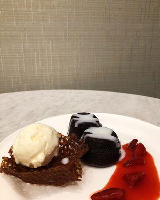 Foto 4 - Makanan(Chocolate melted cake) di Cendana Lounge oleh Claudia @grownnotborn.id
