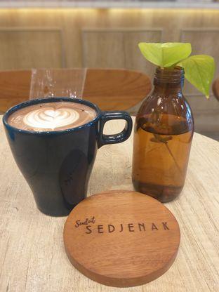 Foto - Makanan(Mocha Latte) di Sedjenak Koffie En Eethuis oleh Sari Cao