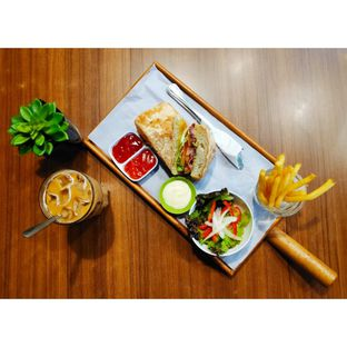 Foto 1 - Makanan(Smoked Chicken Ciabatta, Iced Coffee Jelly) di Mokka Coffee Cabana oleh melisa_10