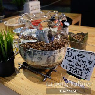 Foto 10 - Interior di Nosy Specialty Coffee oleh Darsehsri Handayani