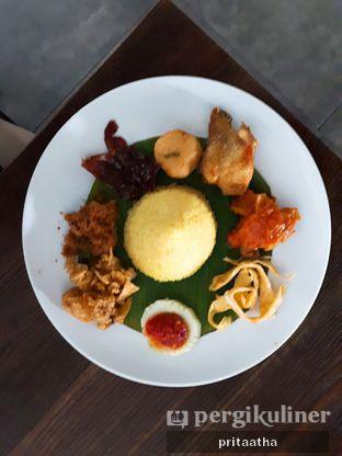 Foto 1 - Makanan(Nasi Kuning) di D' Oeleg Indonesian Resto & Cafe oleh Prita Hayuning Dias