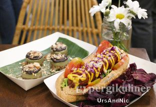 Foto 8 - Makanan di Burgreens Express oleh UrsAndNic