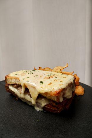 Foto 4 - Makanan di Lume Restaurant & Lounge oleh thehandsofcuisine
