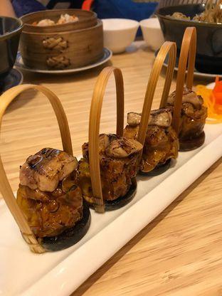 Foto 7 - Makanan(Pan fried foie gras pork siewmai) di Wan Treasures oleh Pengembara Rasa