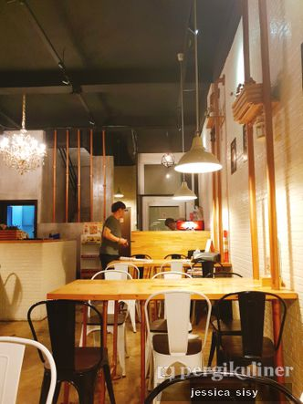 Foto Interior di Holy Noodle