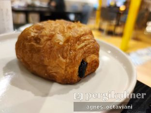 Foto 2 - Makanan(Pain Au Chocolate) di Becca's Bakehouse oleh Agnes Octaviani