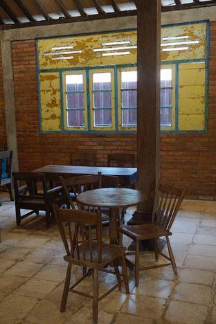 Foto 24 - Interior di Ragil Coffee & Roastery oleh yudistira ishak abrar