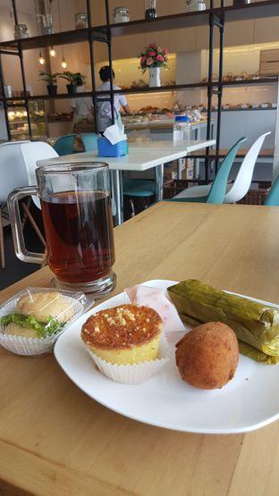 Foto 1 - Makanan di Dandy Bakery oleh aguswinsort