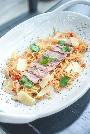 Foto 5 - Makanan(Thai Beef Spagheti) di Dasa Rooftop oleh Jeanettegy jalanjajan