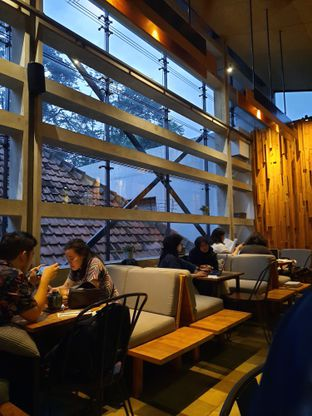 Foto 8 - Interior di One Eighty Coffee and Music oleh Fatirrahmah Nandika