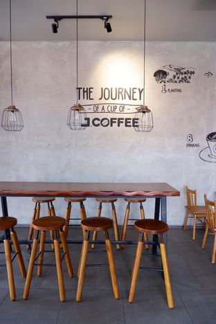 Foto 7 - Interior di J.CO Donuts & Coffee oleh yudistira ishak abrar