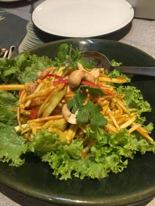 Foto 1 - Makanan(Mango Salad) di Nam Cafe Thai Cuisine oleh San Der
