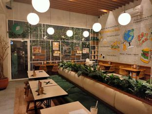 Foto 2 - Interior di Burgreens Eatery oleh Dwi Izaldi