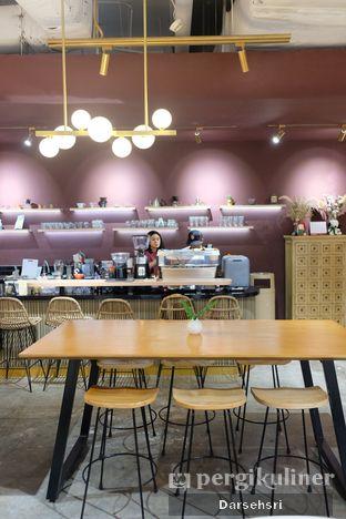Foto 10 - Interior di 11:11 Coffee oleh Darsehsri Handayani